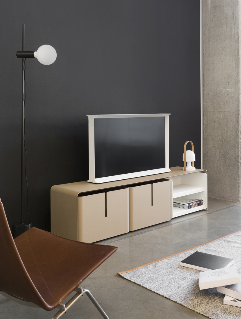 Meuble TV en métal Barber, ce meuble TV possède trois tiroirs. Il devient alors un meuble TV de rangement. Un style industriel, il est disponible en 39 couleurs.
