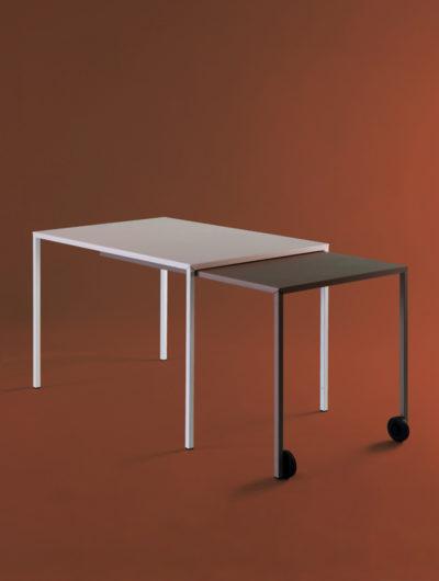 La table coulissante Rafale est un meuble modulable. Sa rallonge permet de modifier les dimensions du meuble.