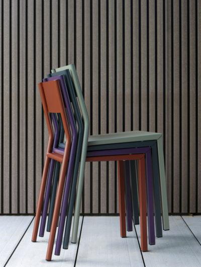 Chaise métal Take, une chaise colorée et design qui s'adapte à vos envies.